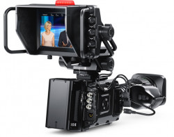 Blackmagic Design URSA Mini PRO 4.6K(EF) & Studio Viewfinderセット